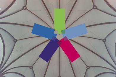 kreisförmiges buntes Mosaik mit Windrad in der Mitte - Copyright: Silke Meyer